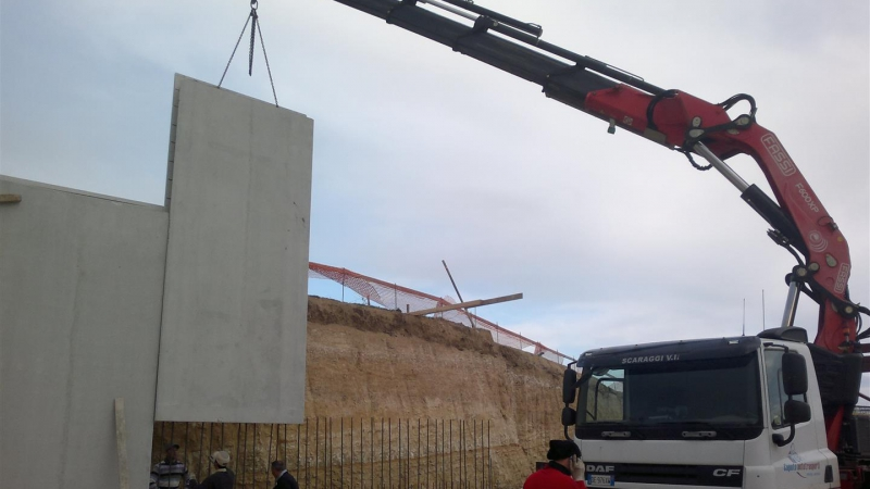 Posizionamento muri in cemento
